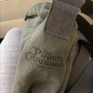 Pirates of the Caribbean skull gray messenger bag